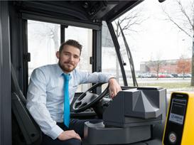 Timo van Etten: 'Als buschauffeur ben je gastheer in de bus'